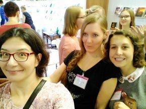 Ganz ernst beim Ullsteiner Meet & Greet mit @carina_schnell und@_katreid